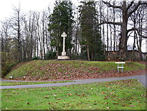 SU8651 : War memorial, Hospital Hill by don cload