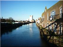 TA1029 : The River Hull from North Bridge, Hull by Ian S