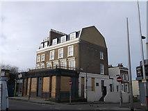 TQ2976 : The Horseshoe Public House, Battersea by David Anstiss