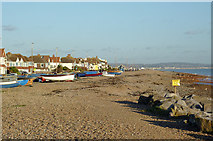 TQ1602 : The beach at Worthing, West Sussex by Roger  Kidd