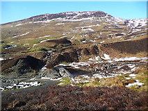 NN7428 : Small dam on the Invergeldie Burn by Gordon Brown