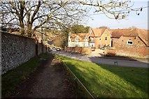 SU4980 : Footpath into the village by Steve Daniels