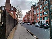 TQ2677 : Hortensia Road, Chelsea by PAUL FARMER