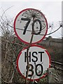 NO4130 : Speed limit signs, Dundee by Richard Webb