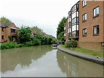 SP2055 : Stratford-upon-Avon Canal in Stratford, Warwickshire by Roger  Kidd