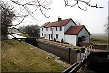SK7291 : Gringley Top Lock and cottage by Graham Hogg