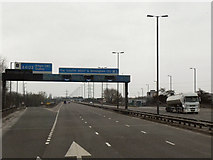 SO9988 : Southbound M5, Exit Sliproad at Junction 2 by David Dixon