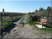 SE0120 : New seat at the end of Ripponden Footpath 10 (northern section) by Humphrey Bolton