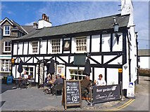 SD3598 : The Queen's Head Hotel by Mike Smith