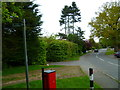 SU9783 : Footpath junction with Rogers Lane by Shazz