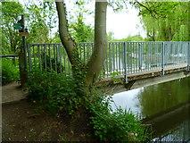 TQ0481 : Footbridge at South west corner of Little Britain Lake by Shazz