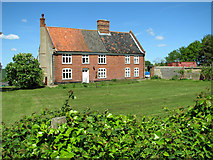 TM4592 : Sutton's Farm (farmhouse), Aldeby by Evelyn Simak