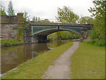 SJ9398 : Peak Forest Canal, Railway Bridge at Dukinfield by David Dixon