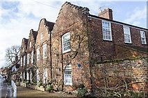 TQ0487 : House in Denham, Buckinghamshire by Christine Matthews