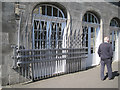 NT2673 : Gate, public entrance, Palace of Holyroodhouse by Robin Stott