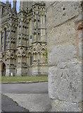 ST5545 : Mark on the entrance by Neil Owen