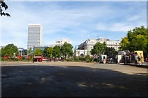 TQ2780 : Towards Marble Arch by DS Pugh
