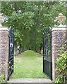 SU8403 : Rymans - Gates leading out of the garden to north by Rob Farrow