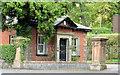 "J3271 : ""Beaumont"" gate lodge, Belfast by Albert Bridge"