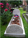 TQ1873 : Captain George Vancouver's grave by Mark Percy