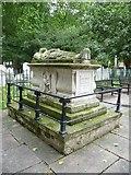 TQ3282 : John Bunyan's grave, Bunhill Fields by kim traynor