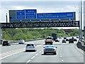 TQ0477 : Anti-clockwise M25 near Heathrow by David Dixon