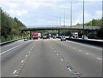 TQ2253 : Anti-clockwise M25, Footbridge at Walton Heath by David Dixon