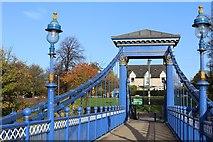 NS5964 : St Andrews Suspension Bridge & Glasgow Green by Leslie Barrie