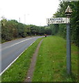 ST1926 : Old-style signpost, Langford by Jaggery