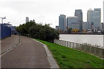TQ3880 : The Thames Path by the Meridian Gardens by Steve Daniels