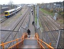TQ2282 : Footpath to Willesden Junction by Marathon