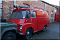 TA0830 : Old Fire Engine stored down Newland Avenue, Hull by Ian S