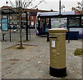 SU4806 : Gold painted postbox in Hamble-le-Rice by Jaggery