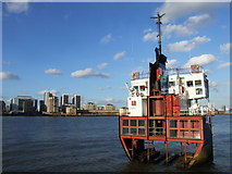 TQ3880 : A Slice of Reality by Richard Wilson, Greenwich Peninsula by Chris Whippet