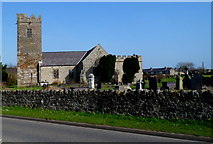 SH4862 : South side of Eglwys Llanbeblig, Caernarfon by Jaggery