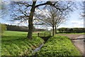 SP6303 : Junction of Chilworth Road and footpath by Roger Templeman