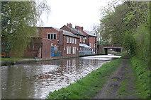 SO9466 : Worcester & Birmingham Canal - bridge No. 42 by Chris Allen