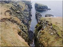 HU6872 : Geo on the west of Bruray by Julian Paren