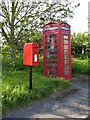 SK8043 : Postbox ref NG 13 42 and K6 telephone kiosk, Staunton by Alan Murray-Rust