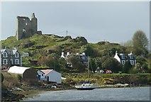 NR8668 : Tarbert Castle by Rob Farrow
