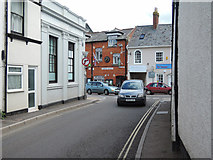 ST0207 : Cullompton: towards the Town Hall by Martin Bodman