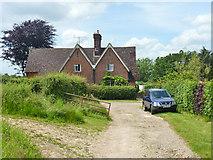 TQ3137 : Cottages at Old Rowfant by Robin Webster