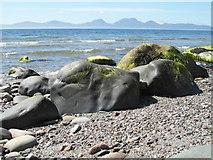 NR7066 : Well-worn boulders at Cretshengan Bay by sylvia duckworth
