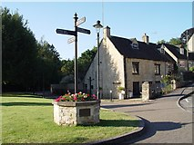 ST8993 : Direction sign Gumstool Hill Tetbury by Paul Best