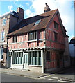SO8932 : 16th century corner house in Tewkesbury by Jaggery