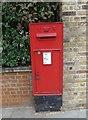 TQ2777 : Victorian postbox in Cheyne Walk by Basher Eyre