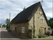 TL0394 : Thatched cottage, Woodnewton by JThomas