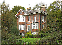 TQ5838 : Tunbridge Wells:  house 'Highbury' by Dr Neil Clifton