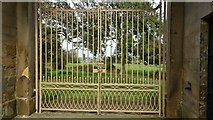 SE4018 : The gate in the Obelisk Gatehouse by Rich Tea