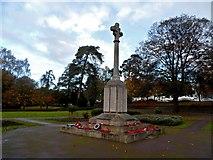 TL0506 : War memorial, Boxmoor Common by Bikeboy